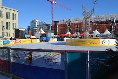 Winterwunderland mit Eislaufbahn